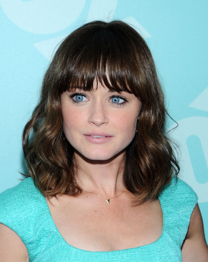 bangs_Alexis+Bledel+Shoulder+Length+Hairstyles+Medium+DGSvsWSEOZqx