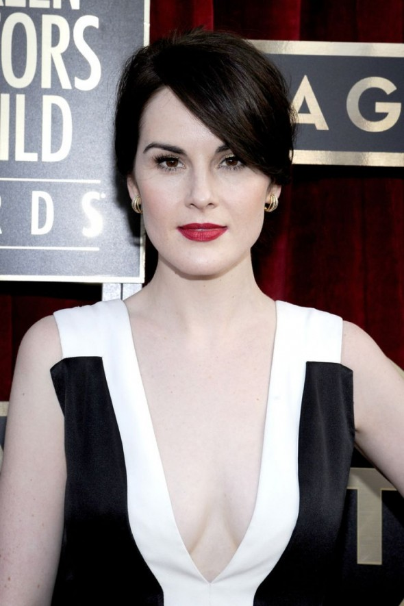 _Michelle Dockery__michelle-dockery-wears-j-mendel-at-2014-sag-awards_4-590x885