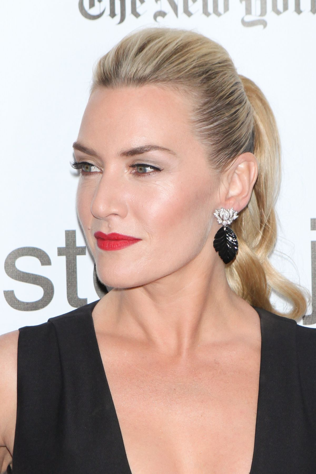 kate-winslet-attends-the-steve-jobs-premiere-during-the-53rd-new-york-film-festival-in-new-york-city_1