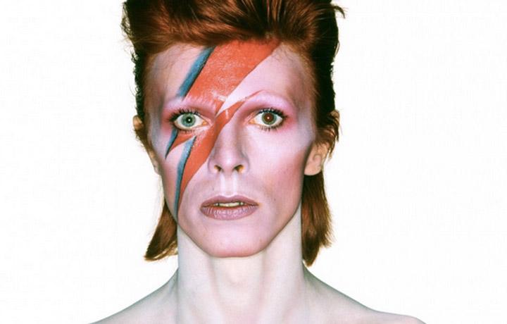 Cliomakeup-uomini-eyeliner-ragazzi-matita-nera-occhi-David-Bowie-film