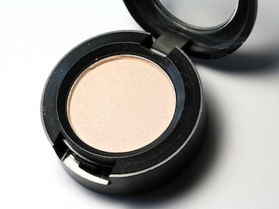 1-mac-vanilla-eyeshadow