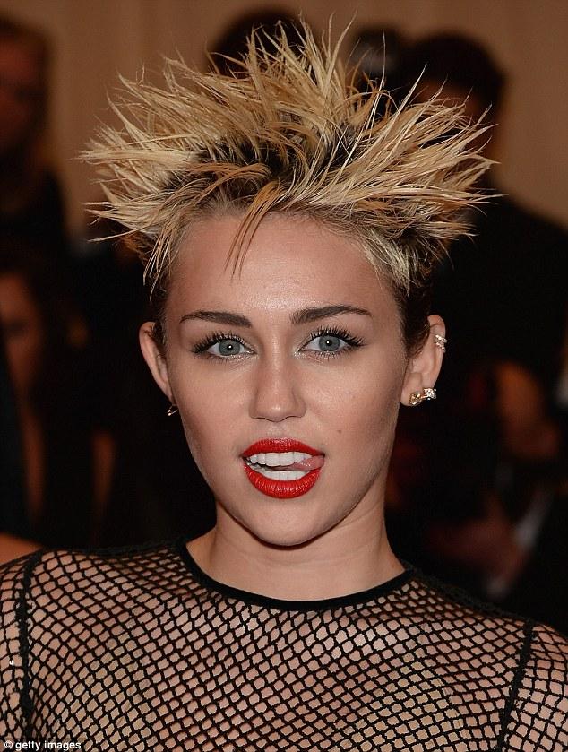 Tutti i tagli di capelli di miley cyrus