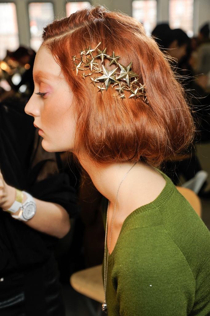 Cliomakeup-capelli-accessori-oro-runway1