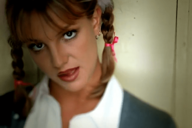 _cliomakeup_anni90_Britney-Spears-Hit-Me-Baby-One-More-Time-Video-Screengrab