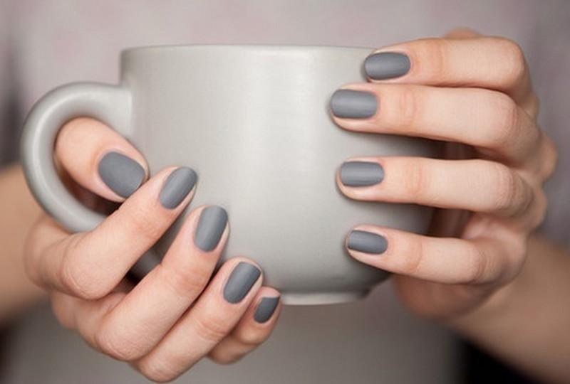 cliomakeup-nail-art-semplici-veloci-smalto-matte-grey