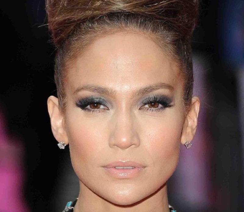 Jennifer lopez trucco occhi grigio smokey