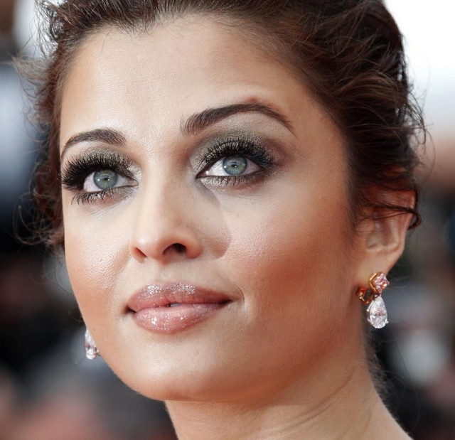 cliomakeup-aishwarya-rai-bachchan-at-cannes-film-festival-2011-day-1-1123_600