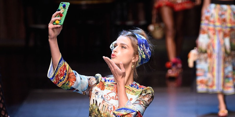 ClioMakeUp-venir-bene-foto-fotogenica-selfie-dolce-gabbana
