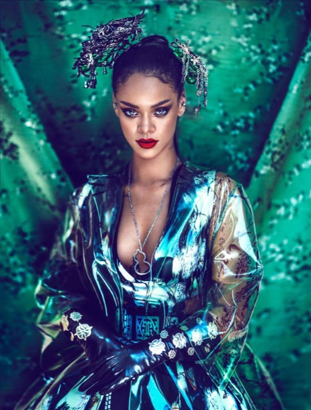 ClioMakeUp-Rihanna-coolspotting-look-capelli-make-up-trucco-capelli-Harper-s-Bazaar-China