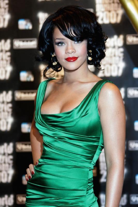 ClioMakeUp-Rihanna-coolspotting-look-capelli-make-up-trucco-capelli-2007_