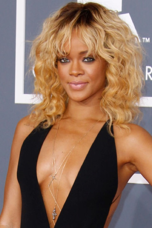 ClioMakeUp-Rihanna-coolspotting-look-capelli-make-up-trucco-capelli-2012