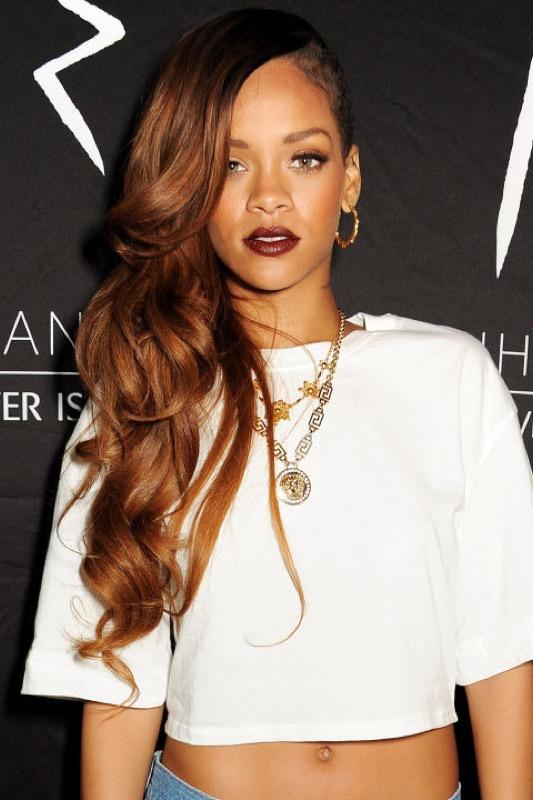 ClioMakeUp-Rihanna-coolspotting-look-capelli-make-up-trucco-capelli-2013_