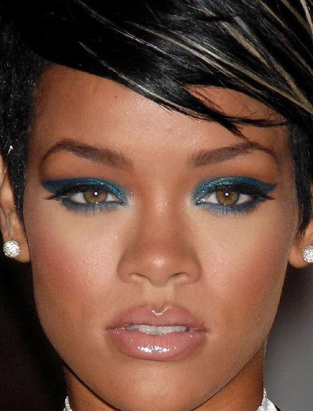ClioMakeUp-Rihanna-coolspotting-look-capelli-make-up-trucco-capelli-ombretto-ottanio