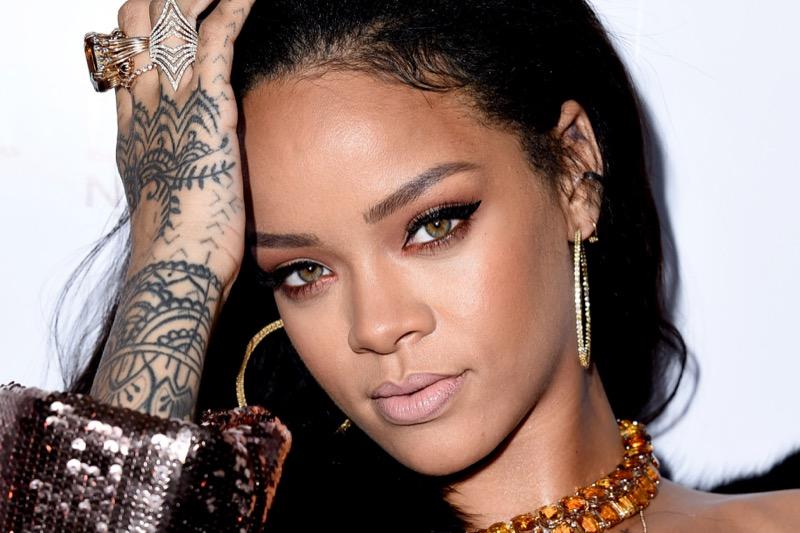 ClioMakeUp-Rihanna-coolspotting-look-capelli-make-up-trucco-tatuaggi