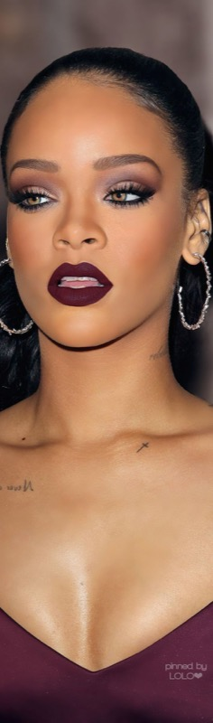 ClioMakeUp-Rihanna-coolspotting-look-capelli-make-up-trucco-capelli-rossetto-matte