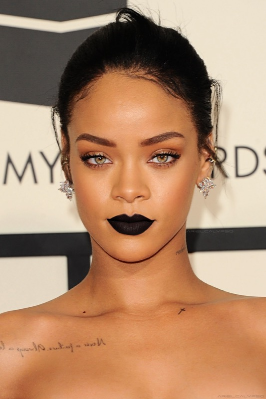 ClioMakeUp-Rihanna-coolspotting-look-capelli-make-up-trucco-rossetto-nero