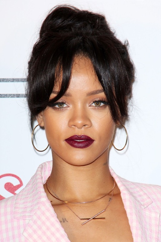 ClioMakeUp-Rihanna-coolspotting-look-capelli-make-up-trucco-rossetto
