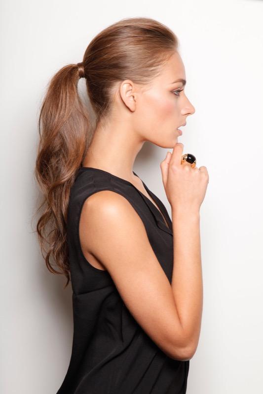 ClioMakeUp-Natale-capelli-acconciature-idee-coda-elastico-chictrends