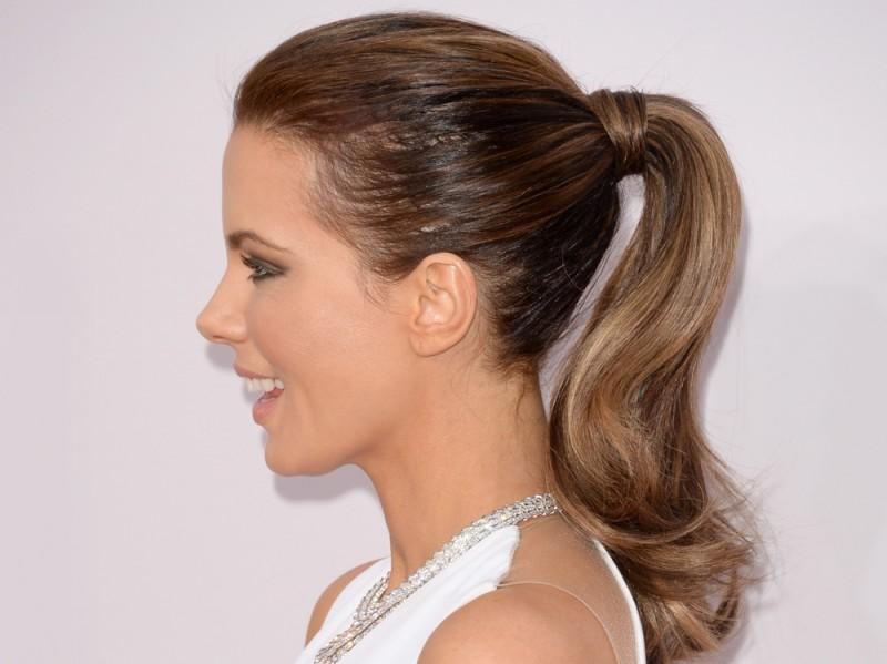 ClioMakeUp-Natale-capelli-acconciature-idee-coda-elastico-grazia