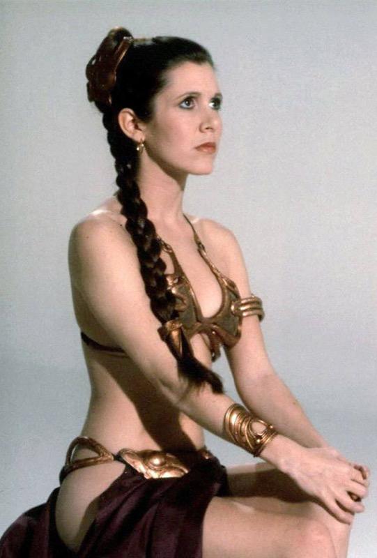 ClioMakeUp-Star-Wars-7-cast-attore-attrice-Principessa-Leila-generale-leia-carrie-fisher-bikini-dorato