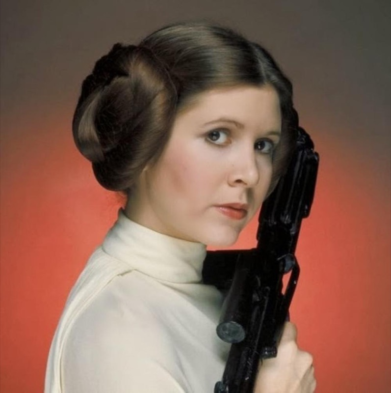 ClioMakeUp-Star-Wars-7-cast-attore-attrice-Principessa-Leila-generale-leia-carrie-fisher-capelli-acconciatura-