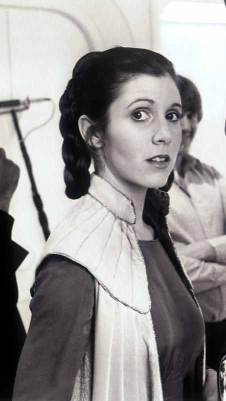 ClioMakeUp-Star-Wars-7-cast-attore-attrice-Principessa-Leila-generale-leia-carrie-fisher-capelli-acconciatura