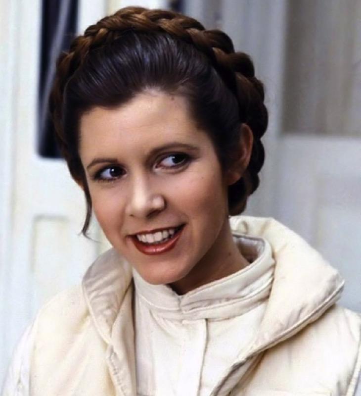 ClioMakeUp-Star-Wars-7-cast-attore-attrice-Principessa-Leila-generale-leia-carrie-fisher-capelli