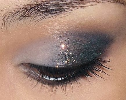 cliomakeup-glitter-makeupallwomenstalk