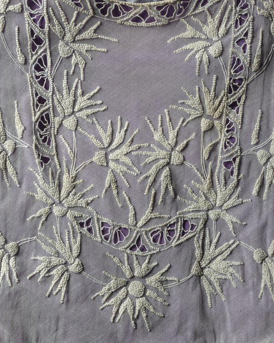 ClioMakeUp-Downton-abbey-trucco-makeup-vestiti-stile-anni-20-sibyl-ricami-Winterthur-Museum