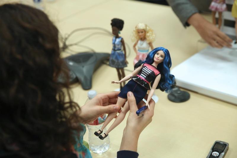 ClioMakeUp-Barbie-evoluzione-taglie-altezze-curvy-petite-tall-nuove-curvy-blu