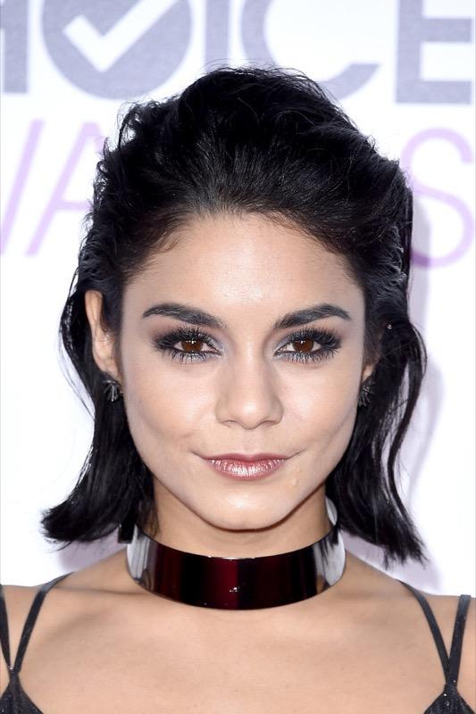 ClioMakeUp-trucco-makeup-capelli-People-choice-awards-2016-Vanessa-Hudgens-1