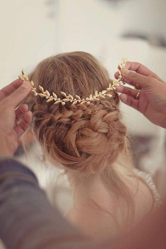 ClioMakeUp-matrimonio-inverno-sposa-invitata-trucco-colore-capelli-gioiello-coroncina-foglia-oro