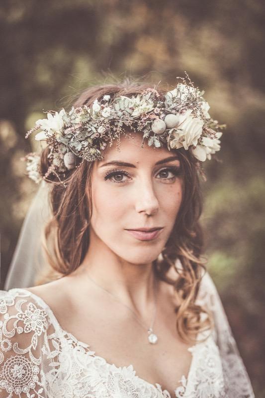 ClioMakeUp-matrimonio-inverno-sposa-invitata-trucco-colore-capelli-verde-coroncina-lovemydress.net