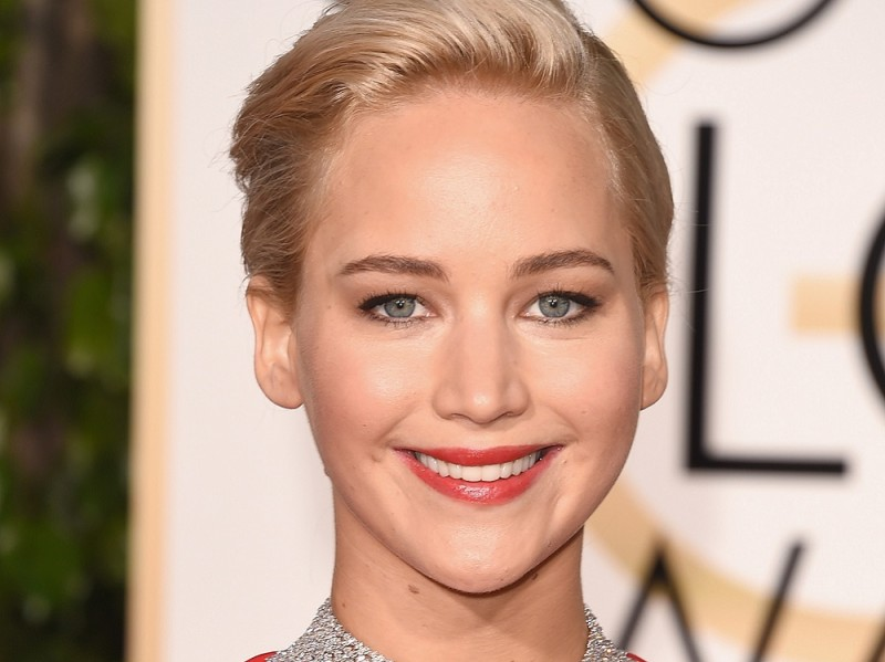 ClioMakeUp-golden-globes-star-red-carpet-beauty-look-jennifer-lawrence-trucco