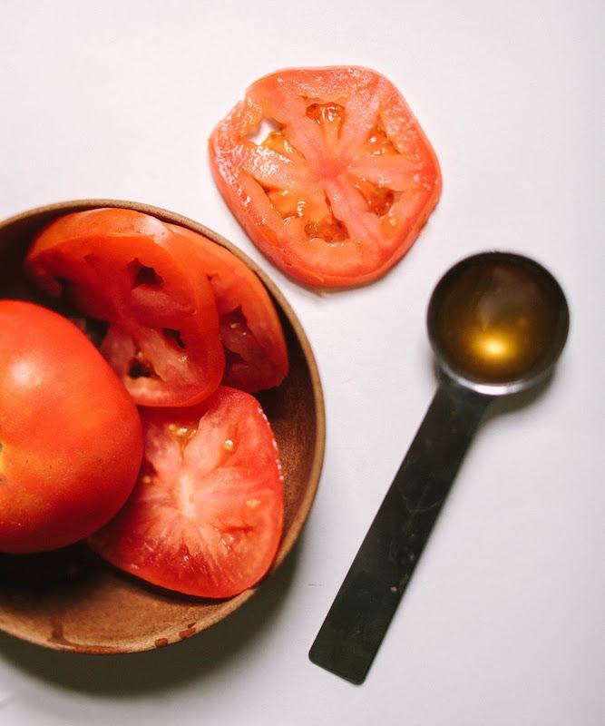 ClioMakeUp-colorito-spento-incarnato-luminoso-pelle-rimedi-maschera-pomodoro-miele-illuminante-www.sincerelykinsey.com