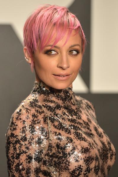 cliomakeup-capelli-rosa-pink-trucco-abbinamenti-ottenere-tinta-trend-nicole