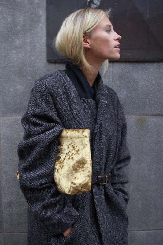 ClioMakeUp-moda-cappotto-maglione-guanti-cappa-caldo-inverno-2016-saldi-asos-cocoon-melange-cintura-hefashioneaters.com