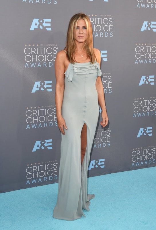 ClioMakeUp-Critics-Choice-Awards-look-beauty-trucco-make-up-vestito-Jennifer-Aniston-yves-saint-laurent-ysl