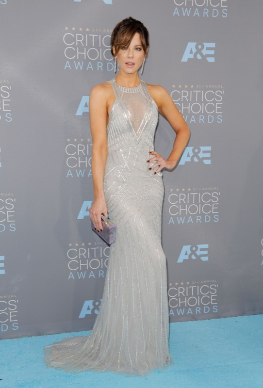 ClioMakeUp-Critics-Choice-Awards-look-beauty-trucco-make-up-vestito-kate-beckinsale-monique-lhullier