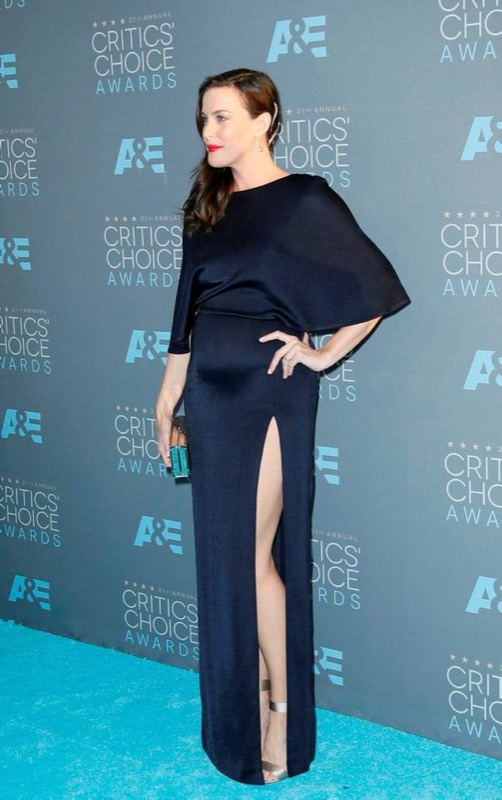 ClioMakeUp-Critics-Choice-Awards-look-beauty-trucco-make-up-vestito-liv-tyler-Cushnie-Ochs-2