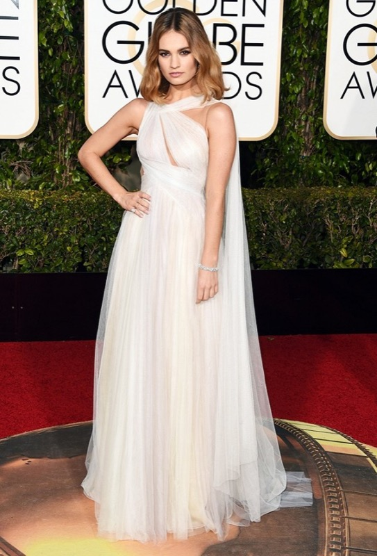 ClioMakeUp-golden-globes-star-red-carpet-beauty-look-Lily-James-marchesa
