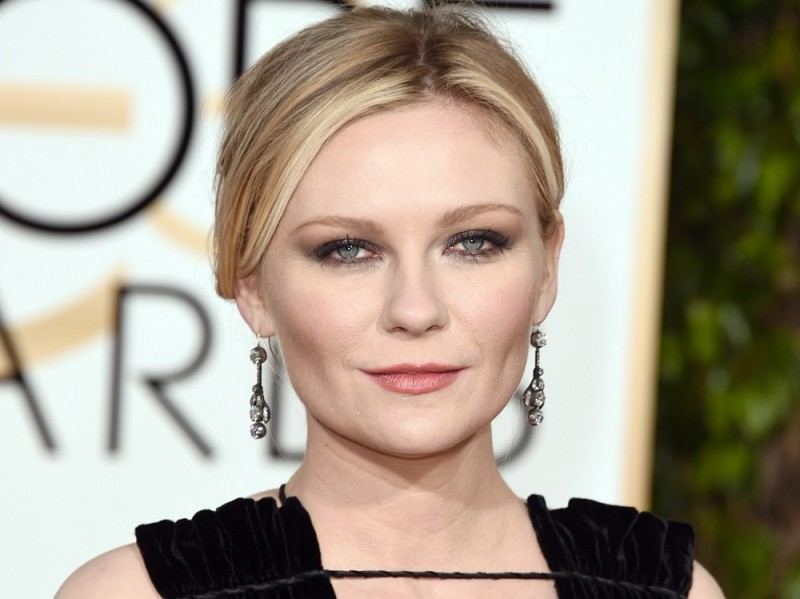 ClioMakeUp-golden-globes-star-red-carpet-beauty-look-kirsten-dust-trucco