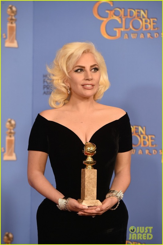 ClioMakeUp-golden-globes-star-red-carpet-beauty-look-lady-gaga