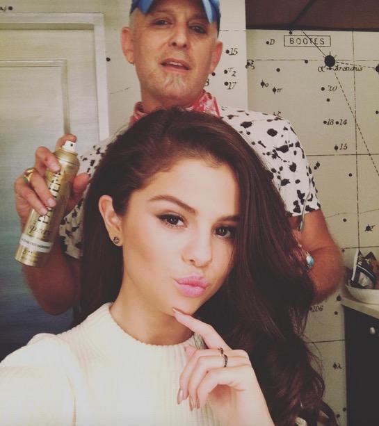 cliomakeup-coolspotting-selena-gomez-trucchi-makeup-segreti-bellezza-rossetto-viso-capelli-scuri-occhi-victoria-taylor-hill-selena-gomez-2015-hairstyle