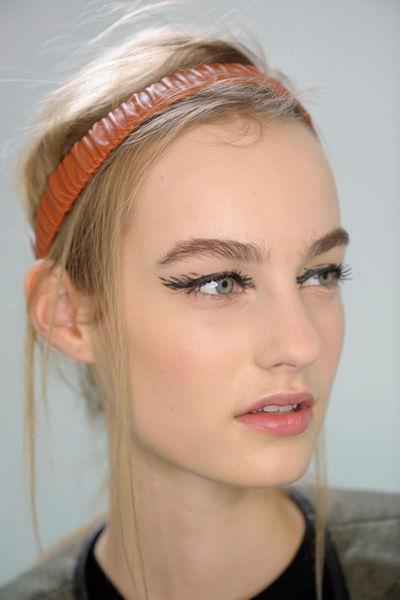 cliomakeup-eyeliner-grafico-sperimentale-idee-17-ciglia-disegnate