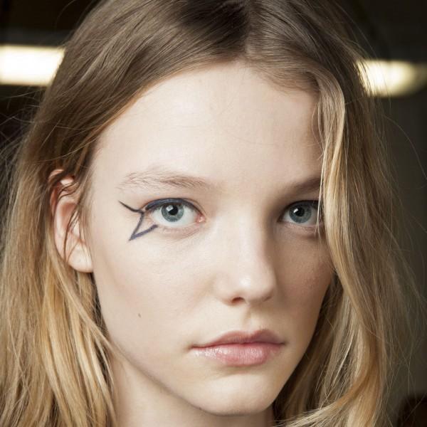 cliomakeup-eyeliner-grafico-sperimentale-idee-2-grafismi