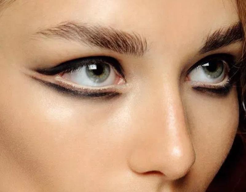 cliomakeup-eyeliner-grafico-sperimentale-idee-24-matita-nero-burro