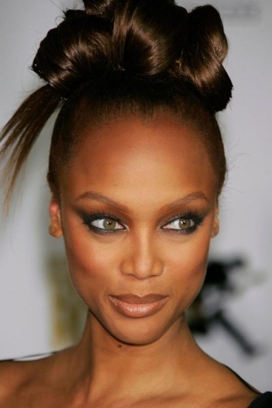 ClioMakeUp-pelle-scura-nera-makeup-trucco-abbinamenti-occhi-labbra-blush-tyra-banks