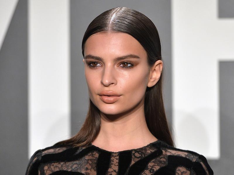 ClioMakeUp-coolspotting-segreti-bellezza-trucco-capelli-make-up-Emily-Ratajkowski-capelli-riga-mezzo