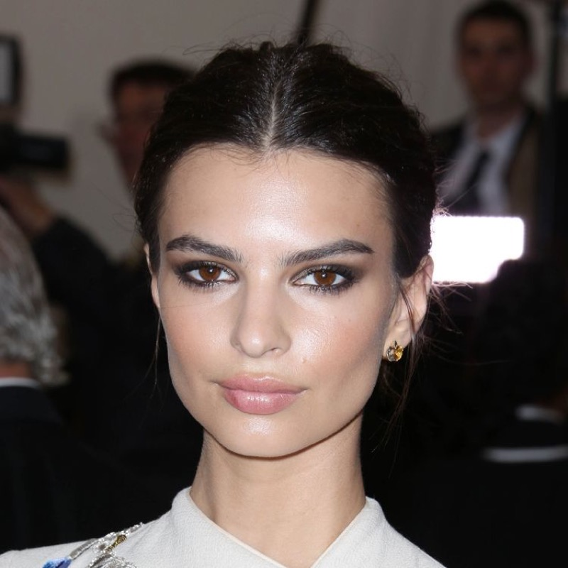 ClioMakeUp-coolspotting-segreti-bellezza-trucco-capelli-make-up-Emily-Ratajkowski-nude